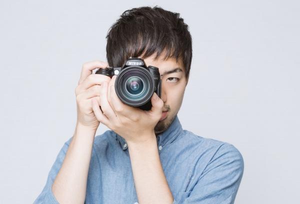 LIG93_camerawomukeruhiroyuki1194_TP_free