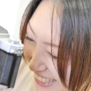 カメラのファインダーは右目、左目?